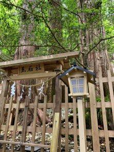 藏在玉置神社上方的玉石社,熊野這地方也產很多玉石以及特殊的礦石。