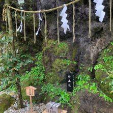 竟然有白山姬,在神話之中也是調解父神與母神的特殊神靈,據說是日本巫女的原型。