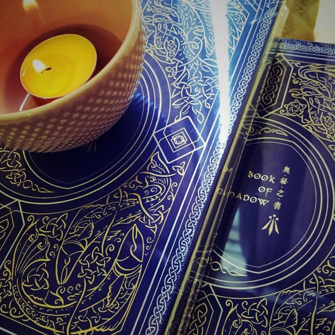 出貨前,思逸Seer特地進行祝聖,將男神與女神的祝福注入奧秘之書中。